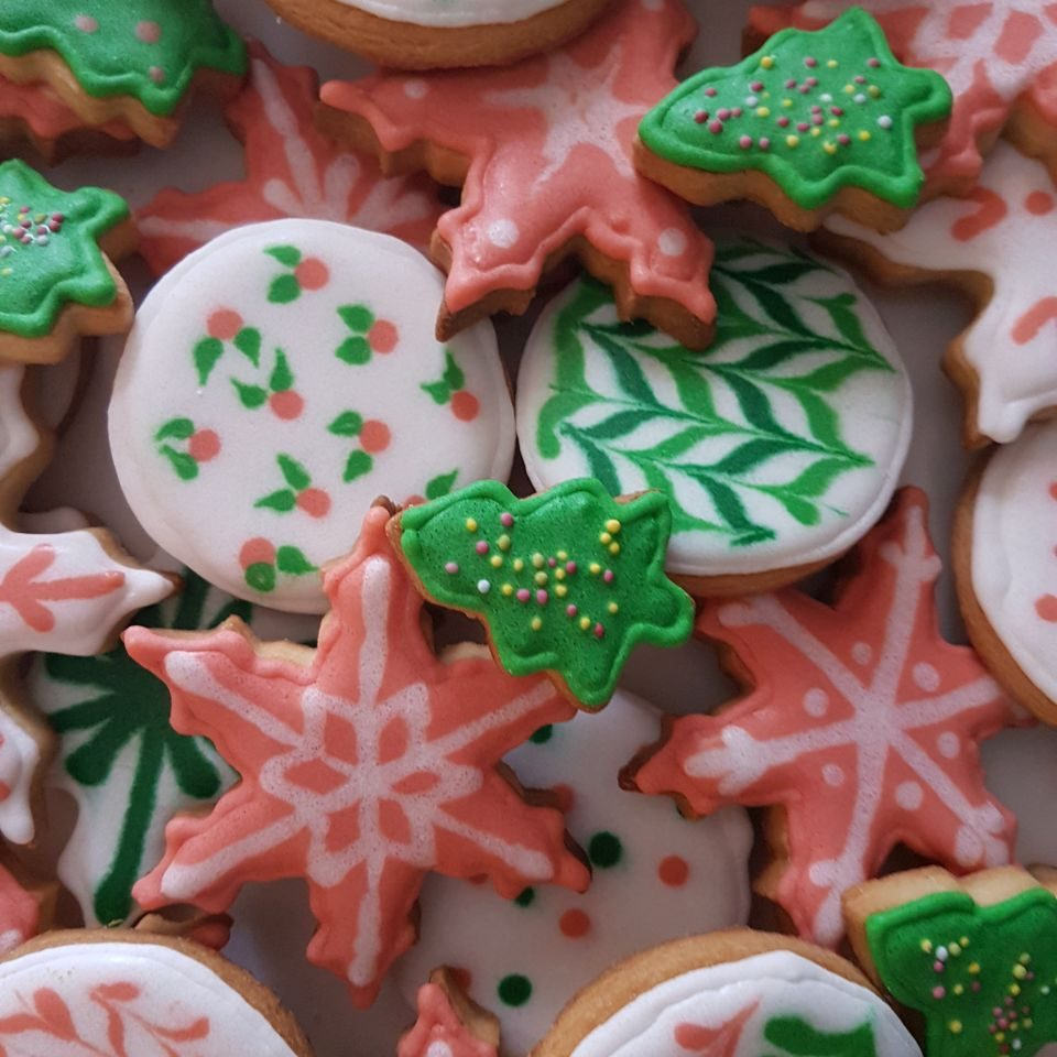"""Holiday cookies (2017). I moved away from the """"typical christmas colours"""" and the result was quite successful."""